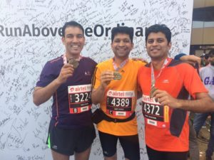 with finishers of airtel delhi half marathon - Vikas Dimri - openskiez.com